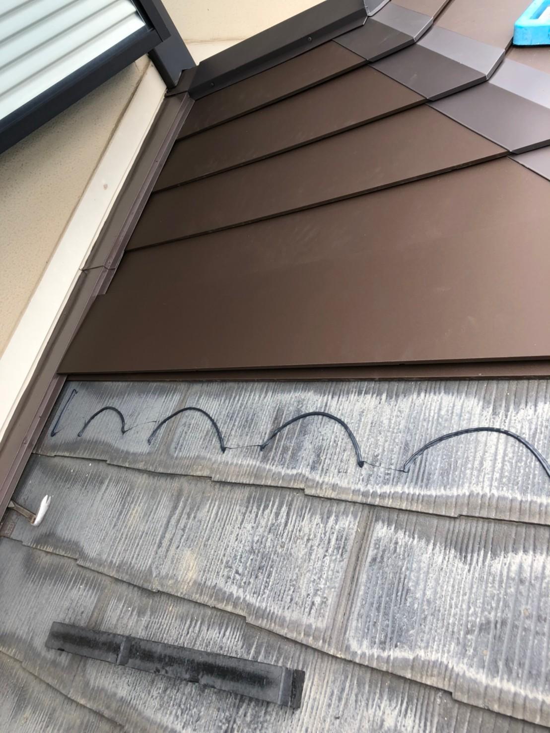 壁際の屋根
