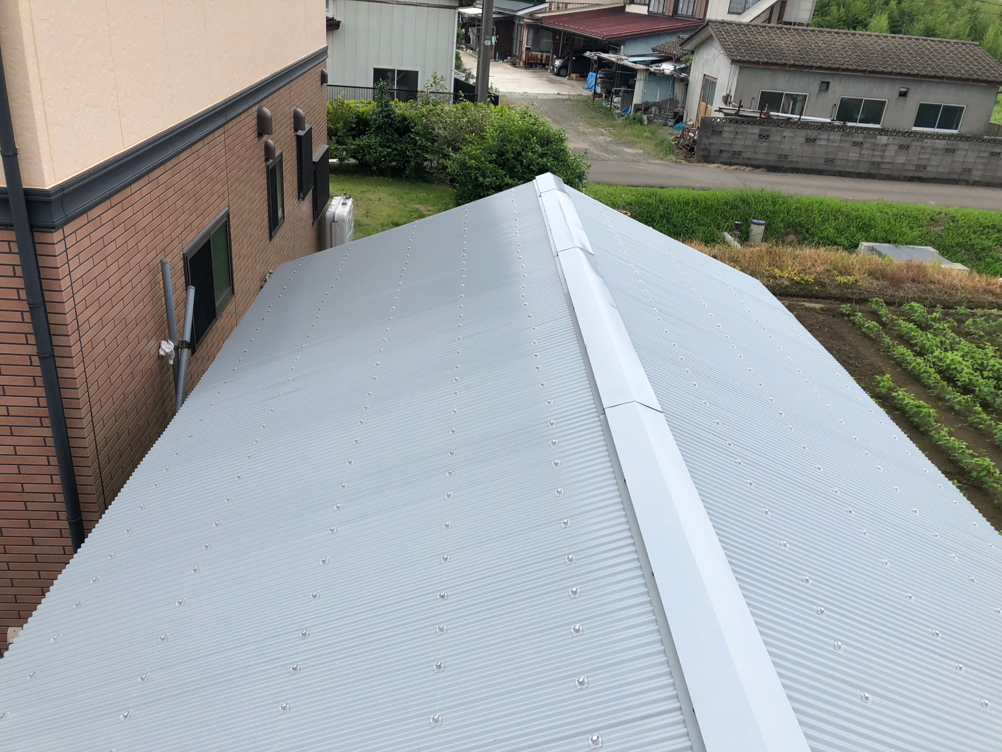 波板屋根完了
