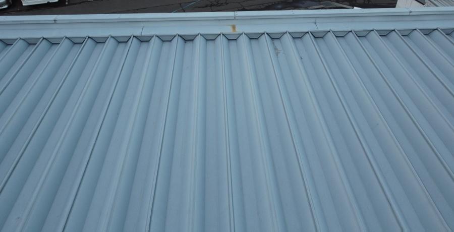 折板屋根水上