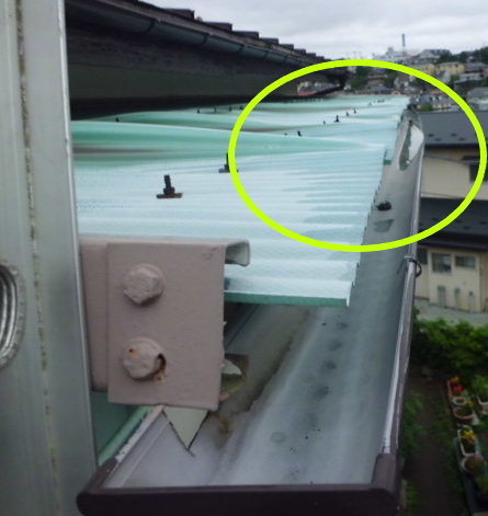 波板屋根変形