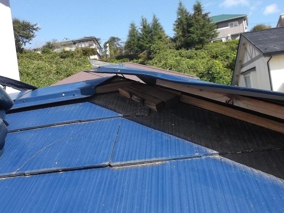 多賀城市で棟板金が強風で飛ばされた為棟板金の交換工事を行いました