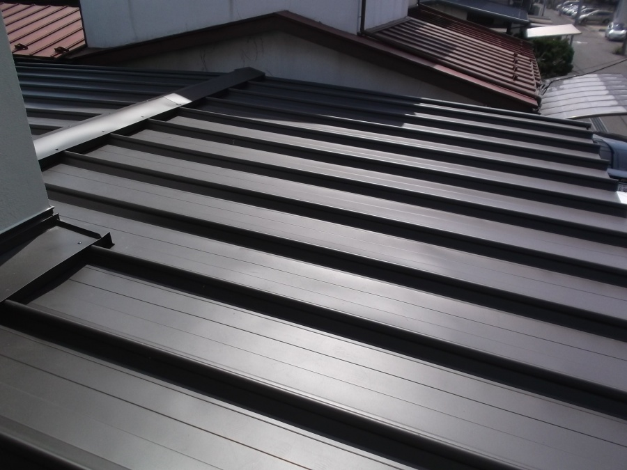 板金屋根下屋根の写真