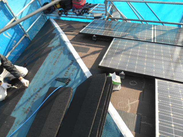 塩釜市で屋根カラーベスト(スレート屋根)の葺き替え工事が始まりました