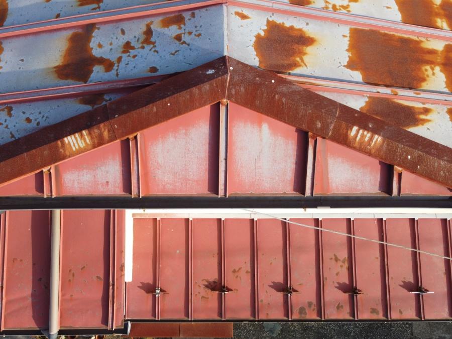 錆びた板金材の写真