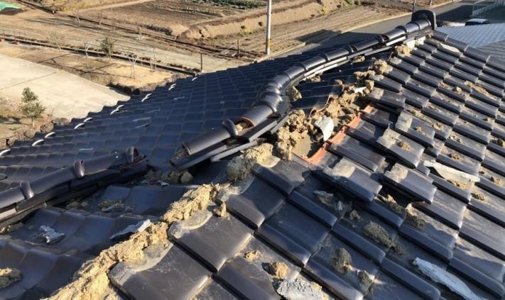 地震被害瓦棟の写真