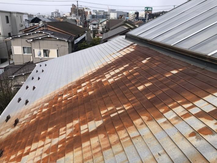 錆びた屋根の写真