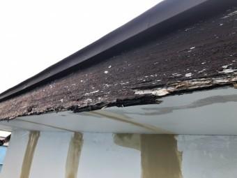 傷んだ破風板の写真