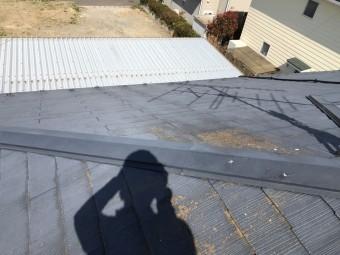 苔の生えたスレート屋根