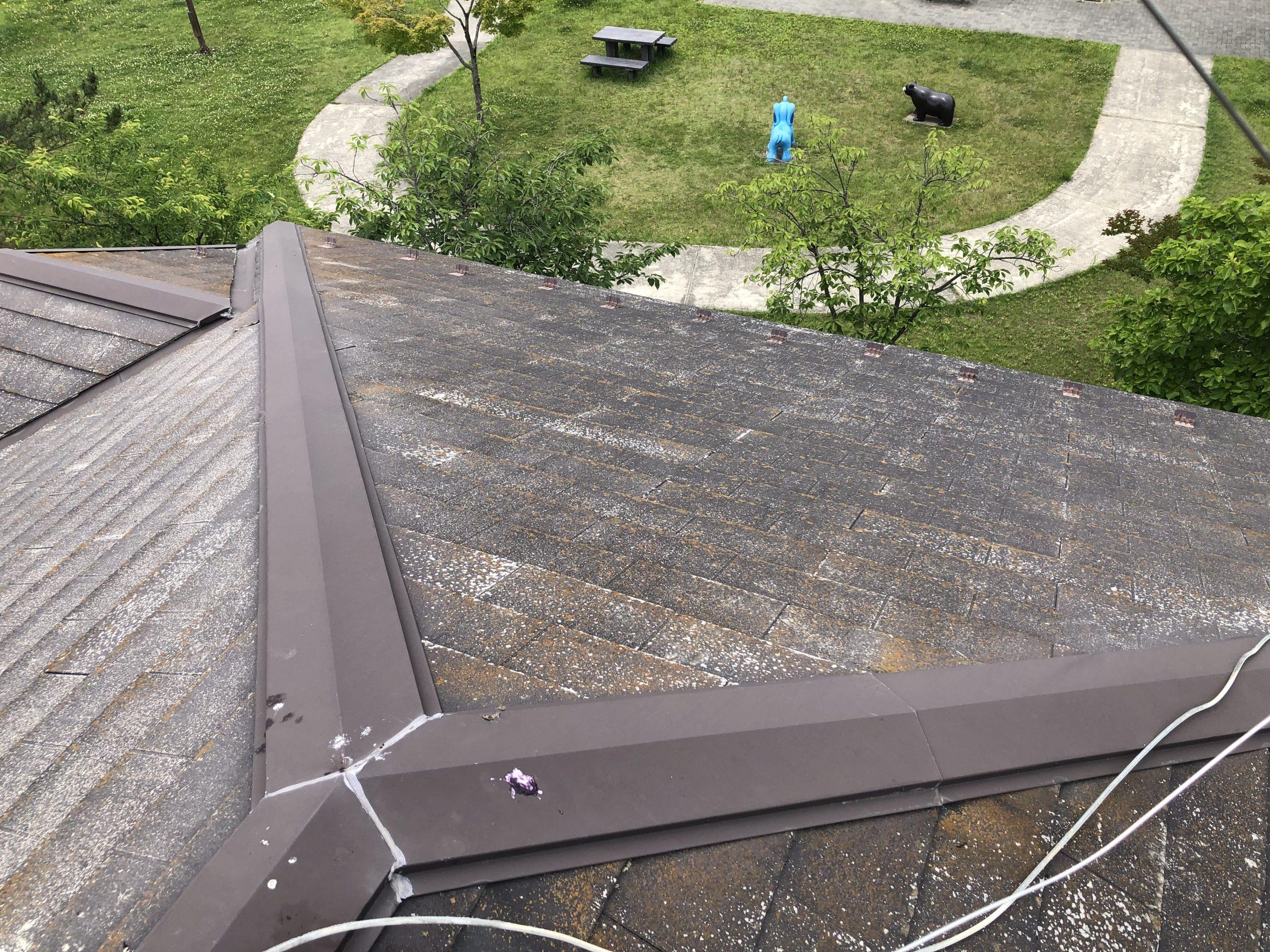 傷んだコロニアル屋根