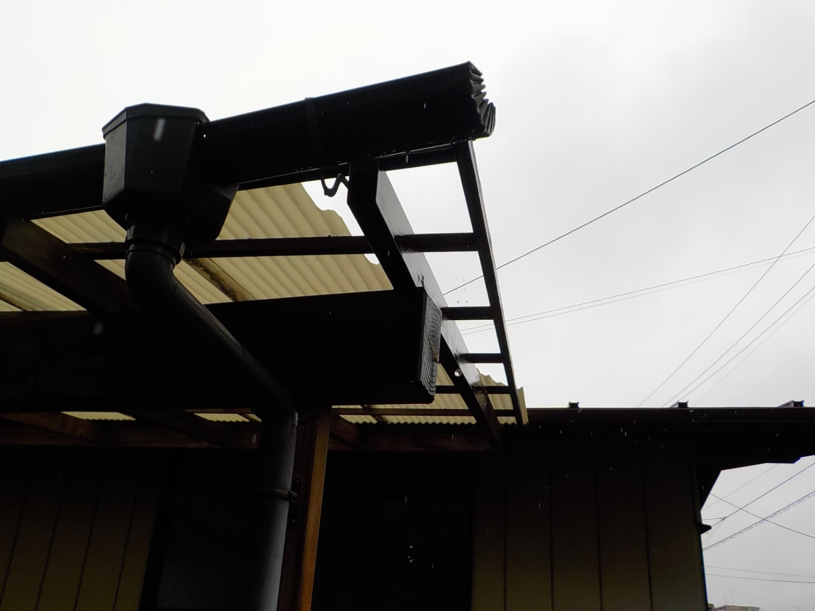 ポリカ屋根破損