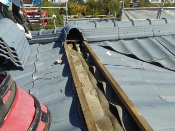 屋根撤去作業の写真