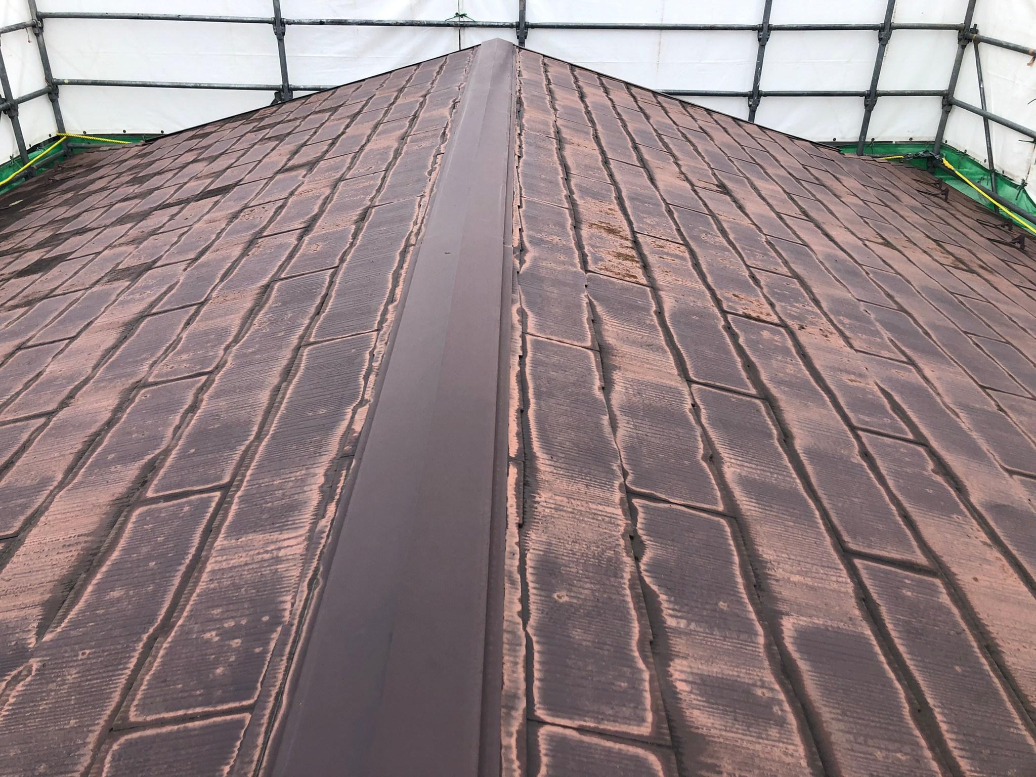 塩釜市で屋根の葺き替え中 コロニアルから金属屋根へ